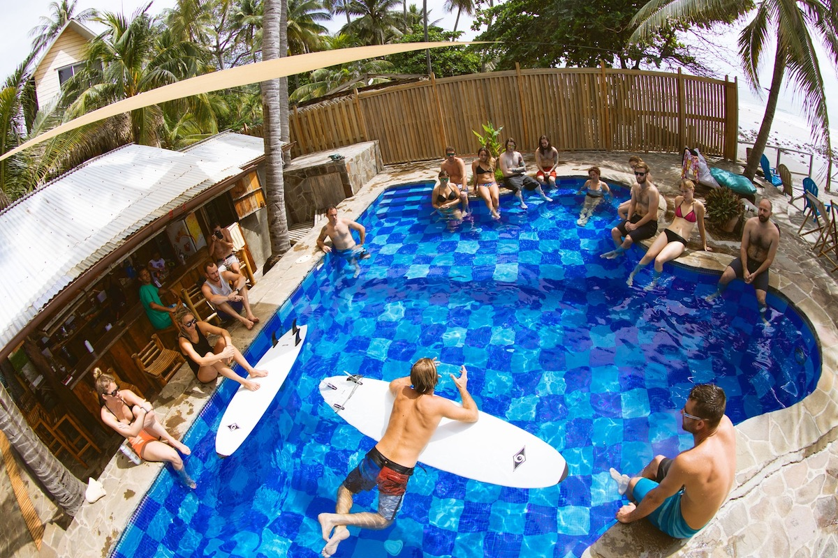 PISCINE_DUCKDIVE_COURS_SURF_CAMP_ELDORADO